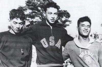 Pódio em Helsinque, 1952: Hashizume, Konno e Okamoto. Três países diferentes, mas todos com cara de japonês.